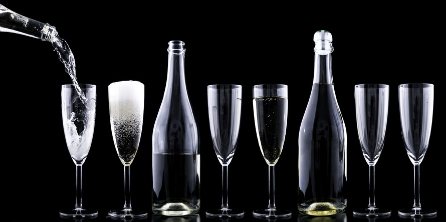 champagner-toasting-new-year-s-eve-drink-large